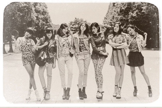 Roly Poly Black and White Pics « T-ara Korean
