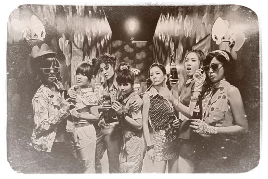 T-ara Roly Poly black and white pic