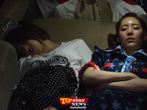 T-ara Eunjung and Qri napping