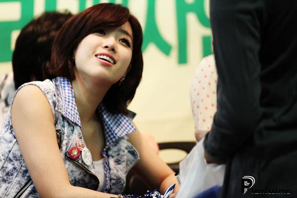 T-ara Eunjung fan signing event