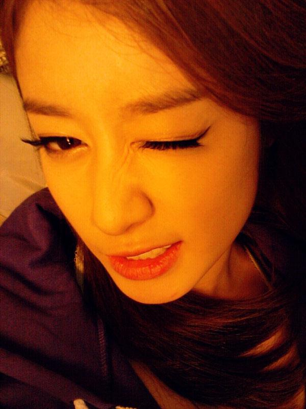 T-ara Jiyeon wink selca