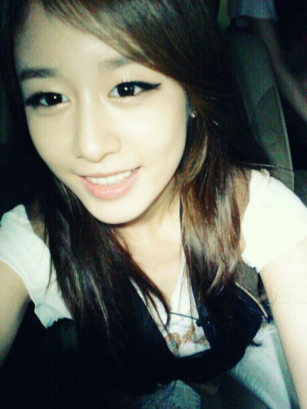 T-ara Jiyeon 2nd anniversary selca