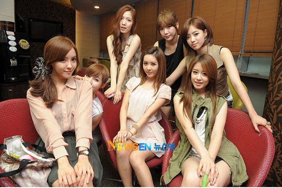 T-ara at Gisaeng Ryung cinema screening