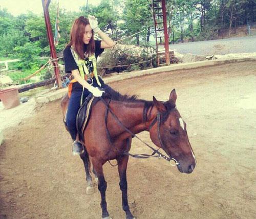 T-ara Hyomin horse riding for Gyebaek