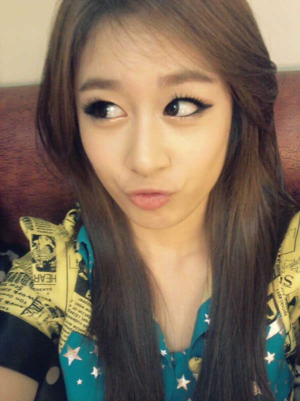 T-ara Jiyeon Music Bank backstage selca
