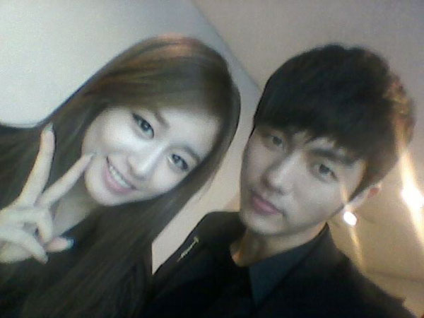 T-ara Jiyeon and 2AM Seoulong Twitter selca