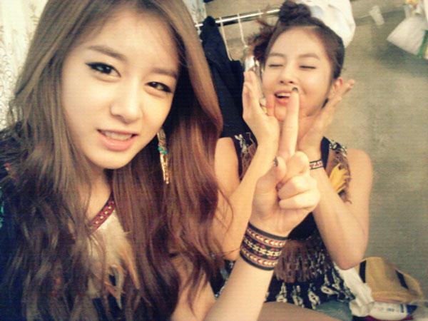T-ara Jiyeon and Boram Twitter selca