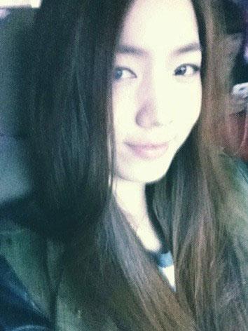 T-ara Hwayoung straight hair selca