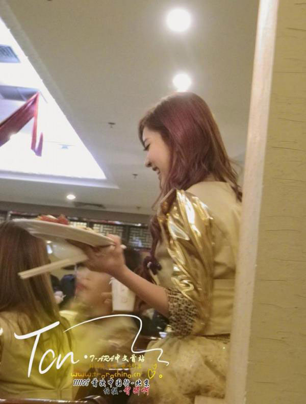 T-ara Qri Chinese waitress