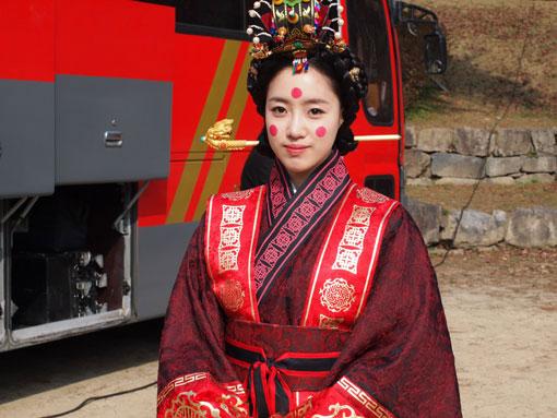 T-ara Eunjung falls off horse in drama