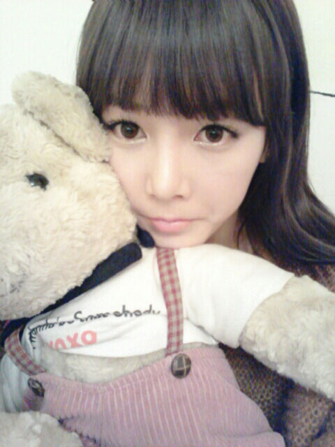 T-ara Soyeon and teddy bear selca