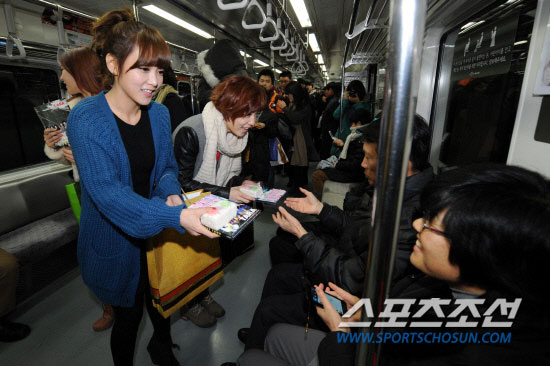 T-ara Soyeon Seoul subway
