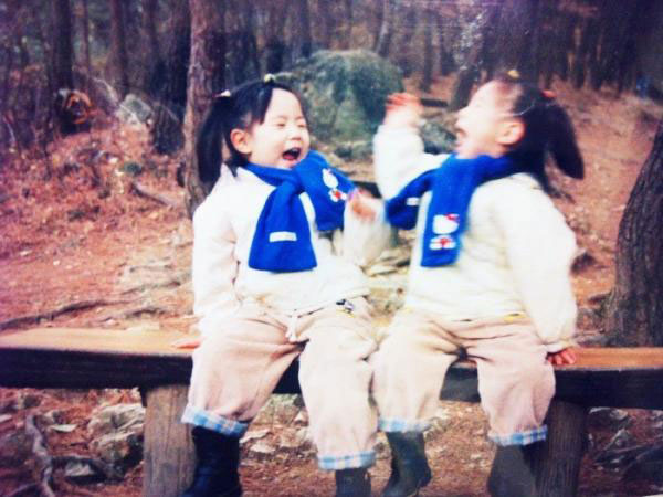 T-ara Hwayoung and Hyoyoung childhood photo