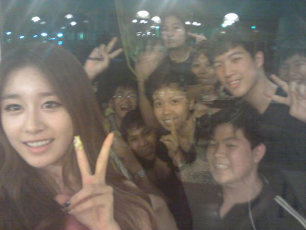 T-ara Jiyeon and Thai fans selca