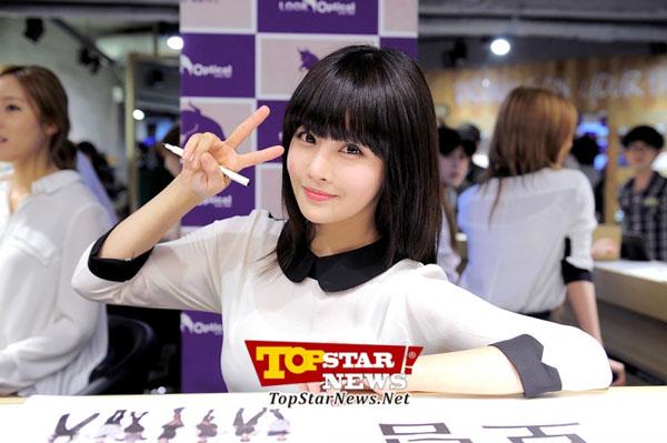 T-ara Boram Look Optical fan signing