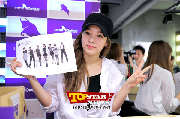 T-ara Soyeon Look Optical fan signing