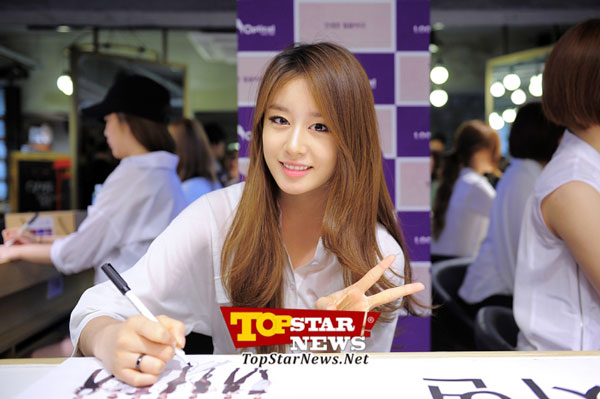 T-ara Jiyeon Look Optical fan signing