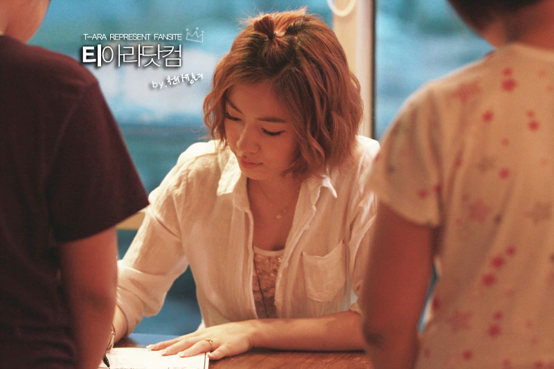 T-ara Hwayoung Gibalhan Chicken fan signing
