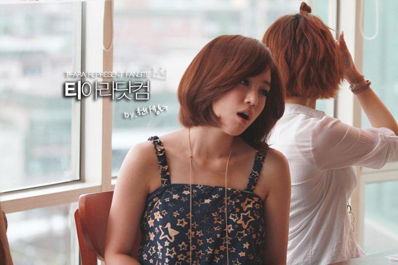 T-ara Eunjung Gibalhan Chicken fan signing