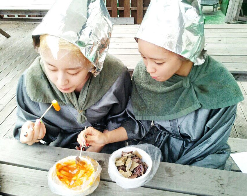 T-ara Hyomin Jiyeon Korean snack