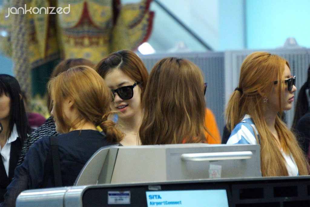T-ara members Thailand airport