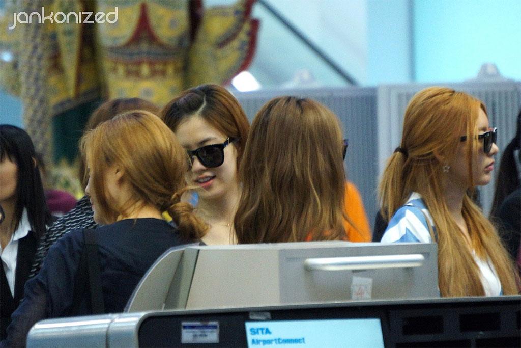 T-ara members Thailand airport
